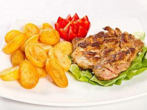 Pulpa de Pui Dezosata la Gratar+Cartofi Prajiti+Salata de Vara