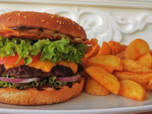 Burger La Famiglia (Black Angus)+Cartofi Wedges
